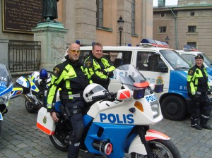 Poliser vid manifestationen på Slottsbacken