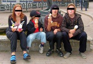 Ungdomarna på bilden har ingenting med artikeln att göra, och bör betraktas som oskyldiga tills motsatsen bevistats.
