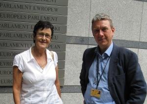 Med Eva-Britt Svensson (V) utanför parlamentet