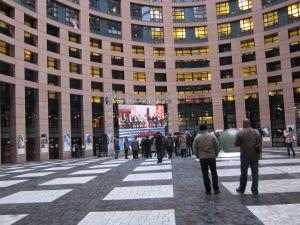 Ingen direkt folkfest på innergården i Strasbourg