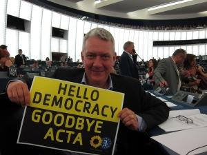 Piratpartiet jobbar i EU-parlamentet för att göra fildelning lagligt