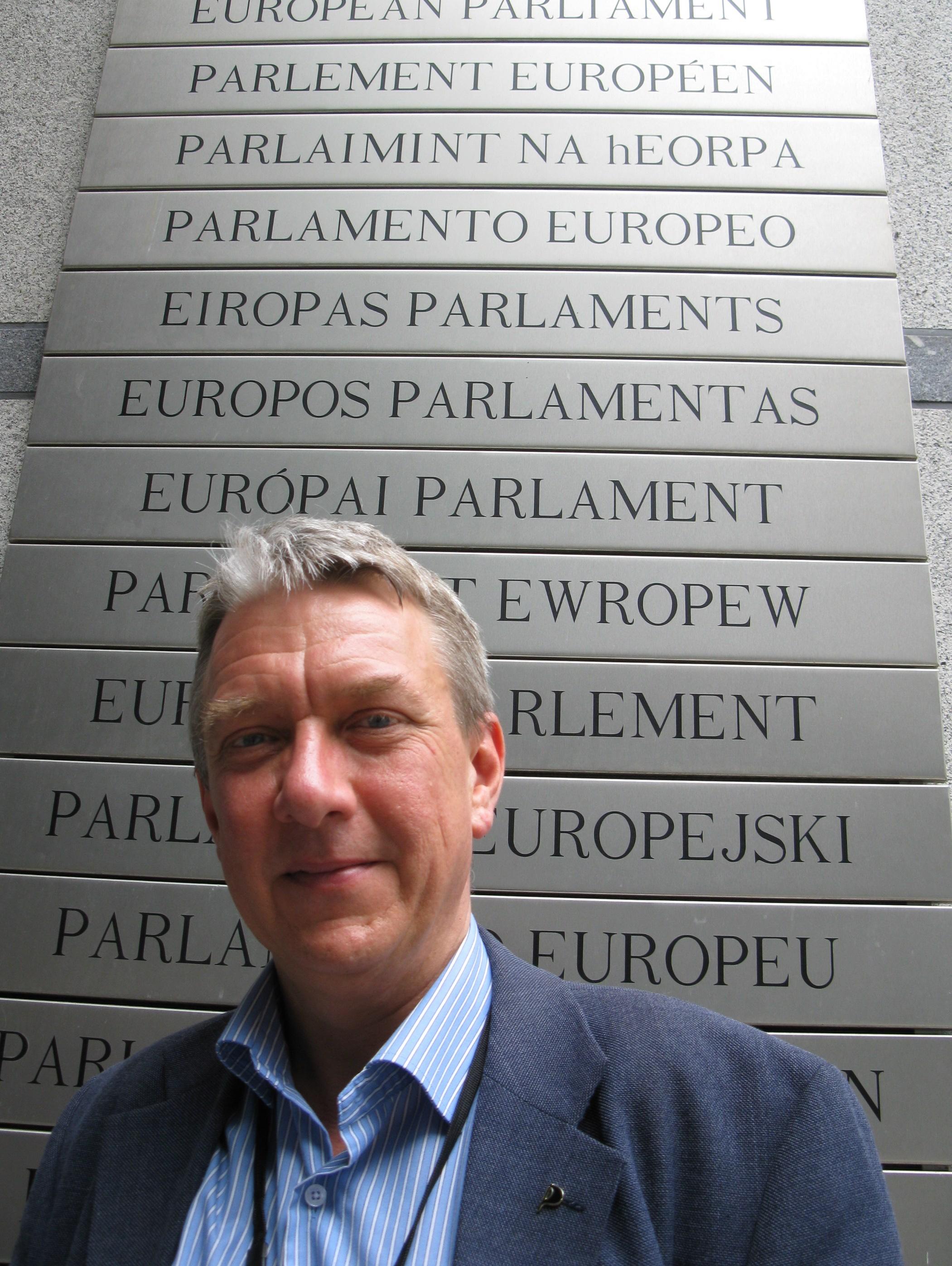 Eu parlamentarikerna far mer betalt i manaden