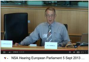 Duncan Campbell presenterar avslöjande om FRA's nyckelroll i övervakningen från tidskod 3:00:50 i videon
