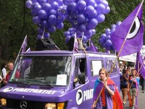 Piratpartiet som stolta deltagare i Prideparaden